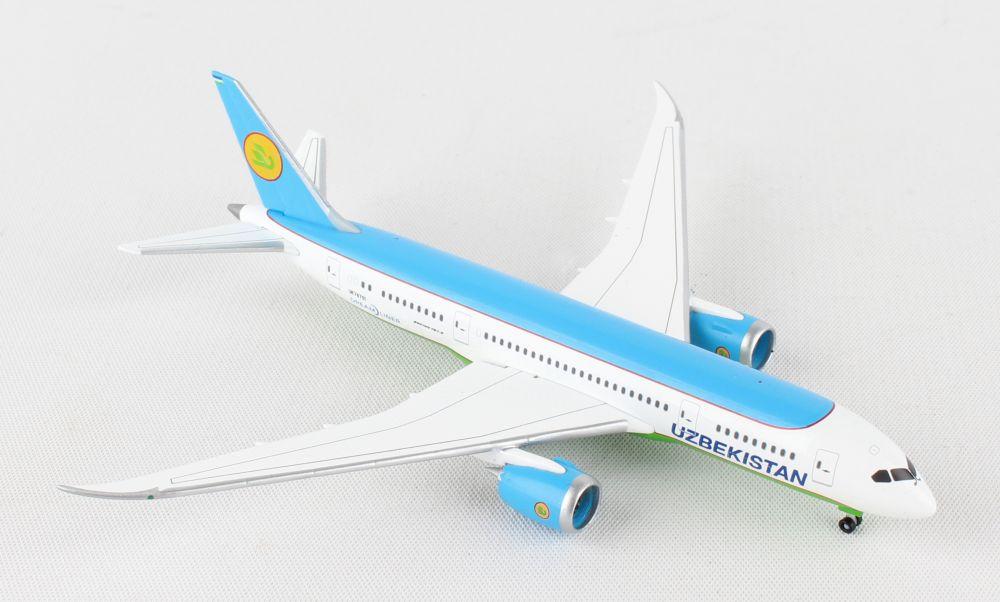 HERPA United 787-8 1//500