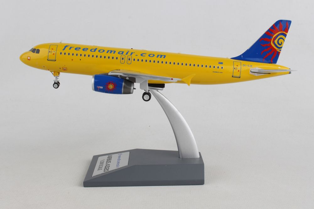 INFLIGHT 200 IF320SJ0219 1//200 FREEDOM AIR AIRBUS A320-200 ZK-OJK WITH STAND